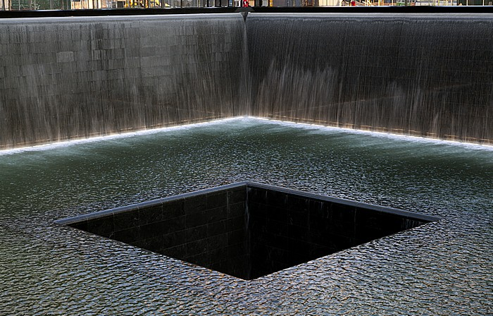 New York World Trade Center Site (Ground Zero): 9/11 Memorial - South Pool