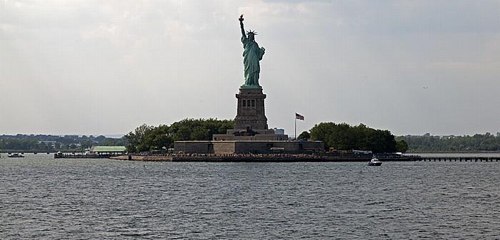 New York City Blick von der Staten Island Ferry: Upper Bay und Liberty Island mit der Freiheitsstatue