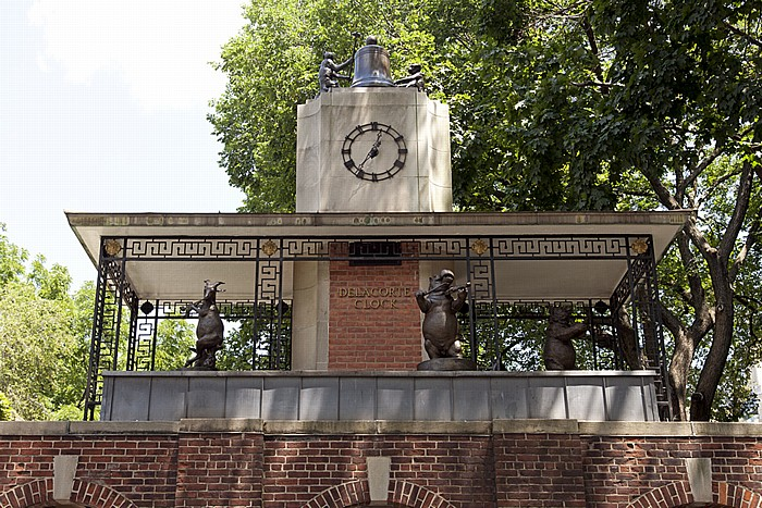 New York Central Park: Central Park Zoo - Delacorte Musical Clock