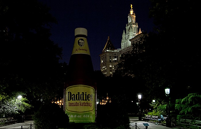 New York City Civic Center: City Hall Park - Ketchup-Flasche Manhattan Manhattan Municipal Building