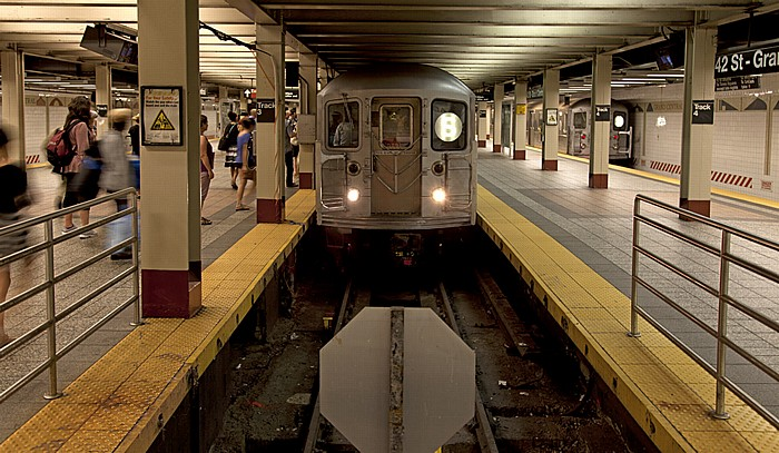 New York City Manhattan: Grand Central-42nd Street Subway Station - 42nd Street Shuttle