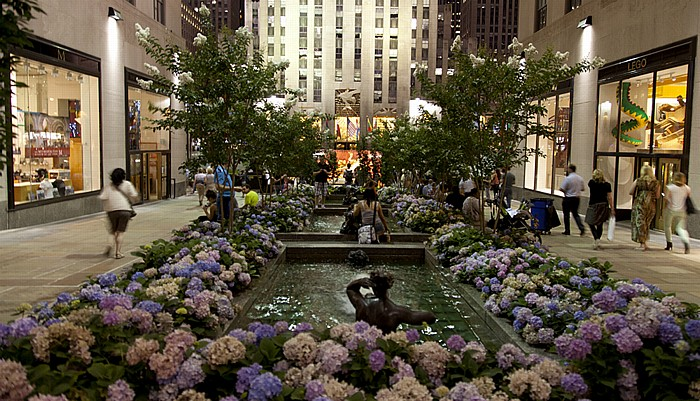 Rockefeller Center: Channel Gardens New York City