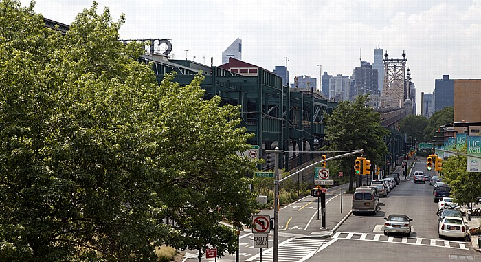 New York Long Island City (Queens): Queensboro Plaza Subway Station und Queensboro Bridge Manhattan Midtown