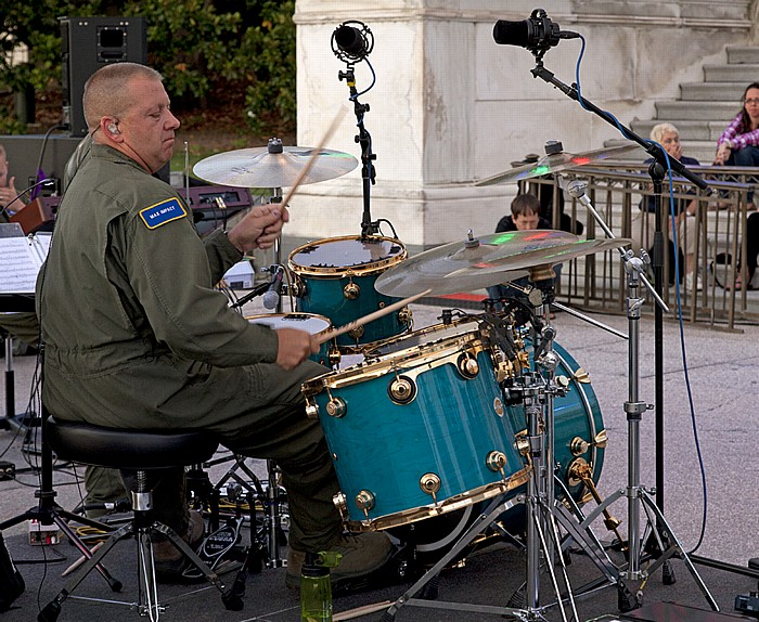 Capitol Hill: Kapitol (United States Capitol) - Air Force Band auf den Stufen Washington, D.C.