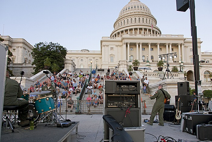 Washington, D.C. Capitol Hill: Kapitol (United States Capitol) - Air Force Band auf den Stufen
