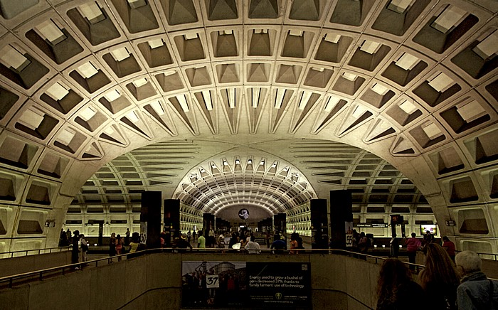 Washington, D.C. WMATA Station L'Enfant Plaza (Washington Metro)