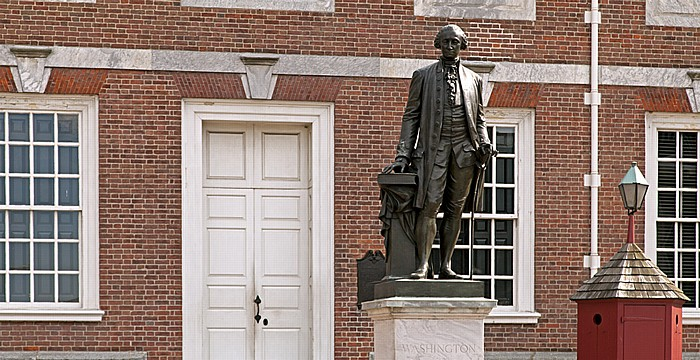 Philadelphia Independence National Historical Park: George-Washington-Denkmal vor der Independence Hall