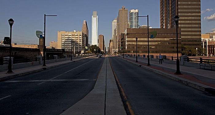 Philadelphia Center City: John F. Kennedy Boulevard Bridge und John F. Kennedy Boulevard