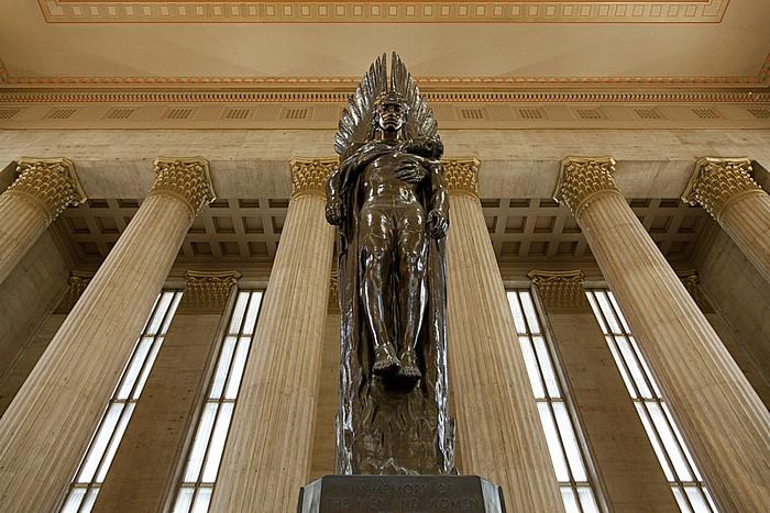 Philadelphia 30th Street Station: Haupthalle - Pennsylvania Railroad World War II Memorial (Angel of the Resurrection)