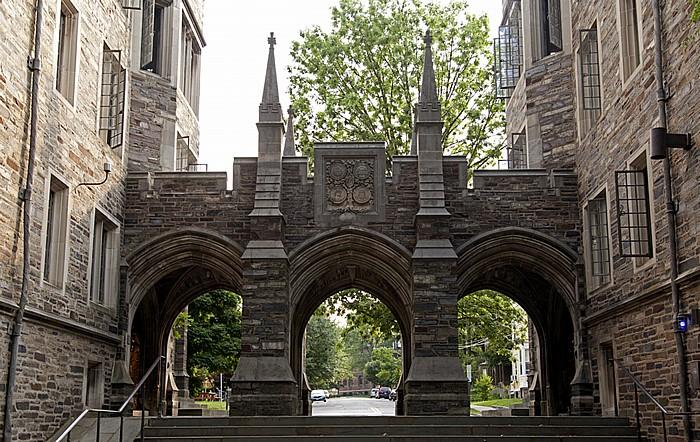 Princeton University: Durchgang zwischen Henry Hall (links) und  Foulke Hall