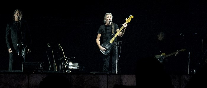 Hartford XL Center: Roger Waters - The Wall Live - Another Brick In The Wall Part 2