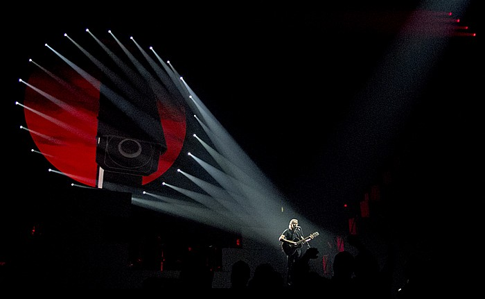 Hartford XL Center: Roger Waters - The Wall Live - Mother