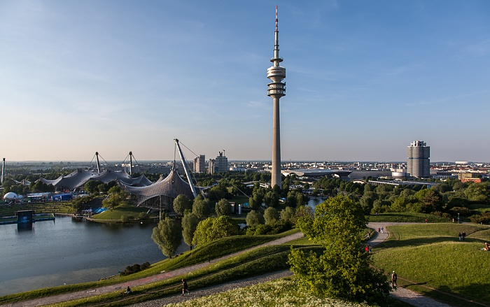 Olympiapark mit Olympiahalle, Olympiaschwimmhalle, Olympiasee und Olympiaturm München 2012