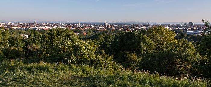 Blick vom Olympiaberg: Olympiapark, Schwabing, Stadtzentrum München 2012