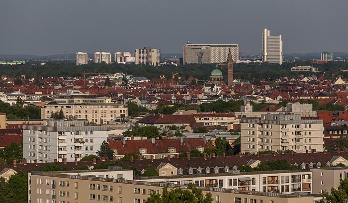 Blick vom Olympiaberg: Schwabing mit St. Ursula (rechts oberhalb der Bildmitte) München 2012