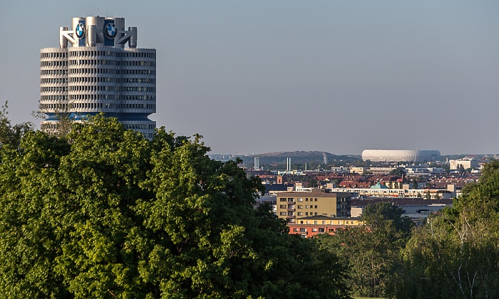 Blick vom Olympiaberg: BMW-Hochhaus München 2012