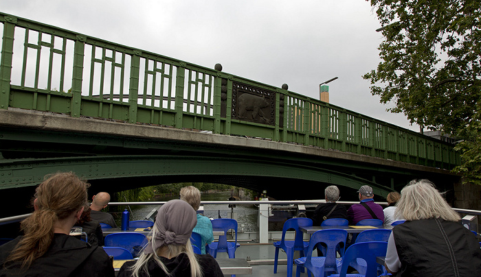 Berlin Kreuzberg: Landwehrkanal mit Köthener Brücke