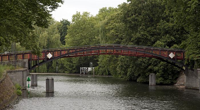 Berlin Tiergarten: Landwehrkanal mit Hiroshimasteg