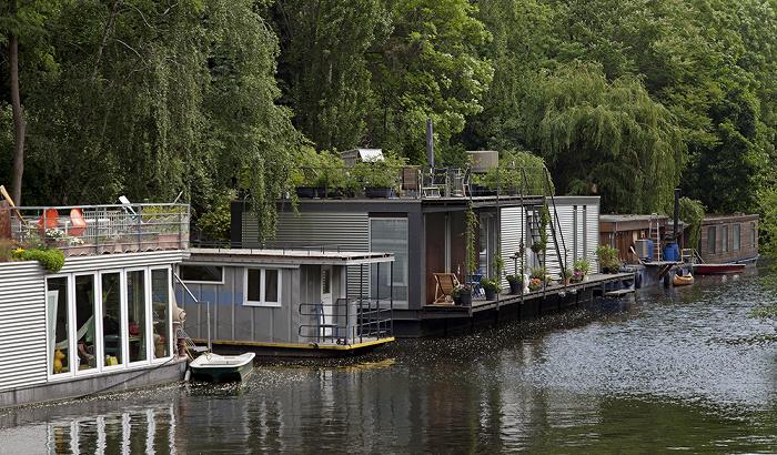 Berlin Tiergarten: Hausboote auf dem Flutgraben des Landwehrkanals.