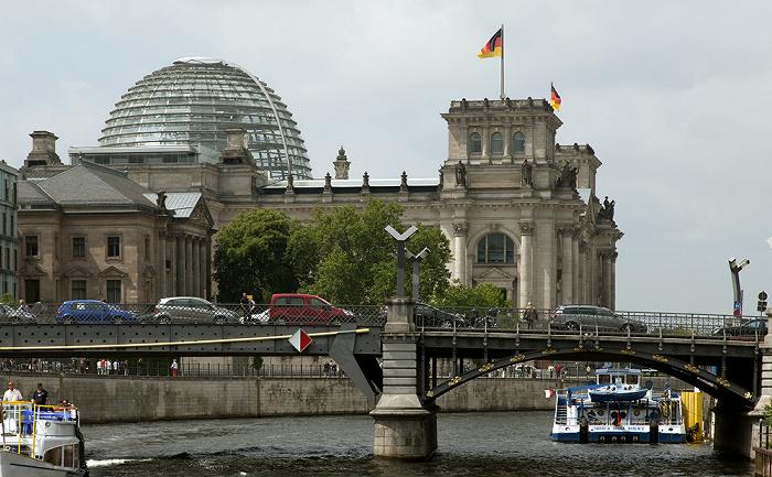 Berlin Mitte: Marschallbrücke über die Spree Jakob-Kaiser-Haus Reichstagsgebäude Reichstagspräsidentenpalais
