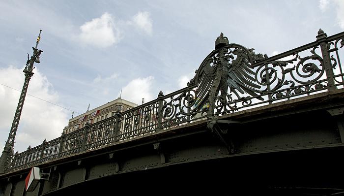Berlin Mitte: Weidendammer Brücke über die Spree