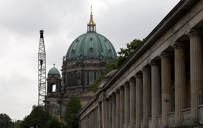 Mitte: Museumsinsel - Kolonnadenhof, Berliner Dom Berlin 2012