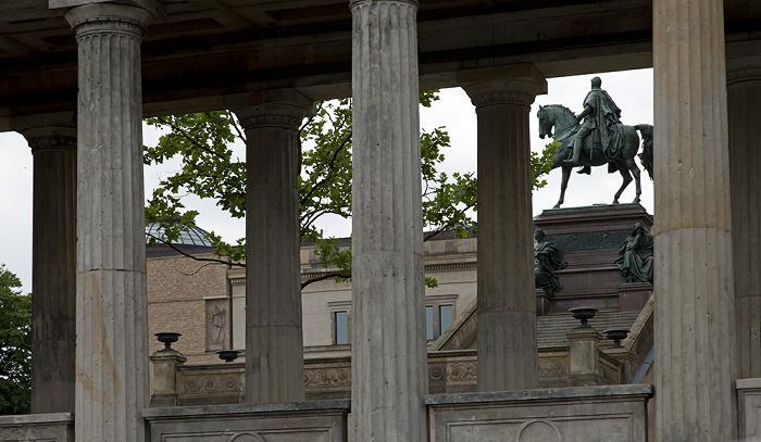 Berlin Mitte: Museumsinsel - Alte Nationalgalerie, Reiterstandbild Friedrich Wilhelms IV.