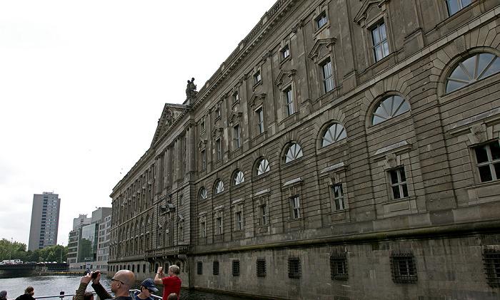 Mitte: Spree, Fischerinsel mit Berliner Stadtbibliothek