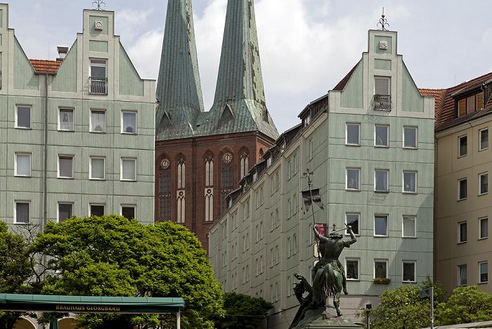 Berlin Mitte: Nikolaiviertel Bronzestatue Heiliger St. Georg Nikolaikirche