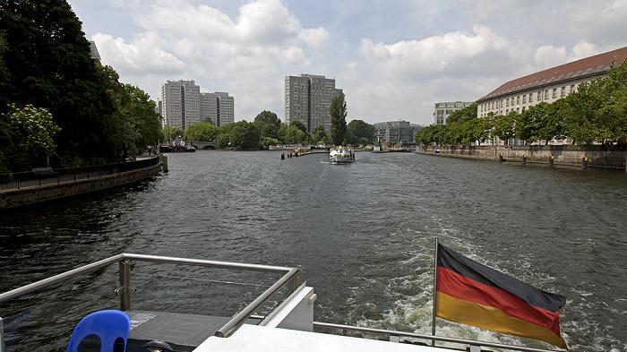 Mitte (v.l.): Spreekanal, Fischerinsel und Spree Berlin