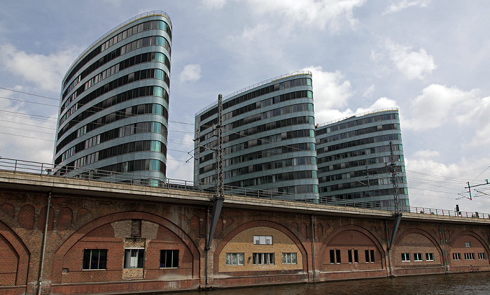 Mitte: Spree, Berliner Stadtbahn, Trias Towers (Zentrale der Berliner Verkehrsbetriebe (BVG), Mediaspree)