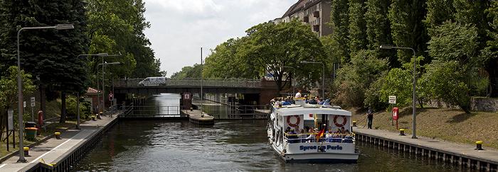 Berlin Kreuzberg: Oberschleuse des Landwehrkanals Lohmühleninsel Schlesische Brücke