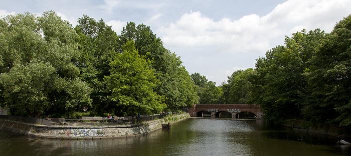 Berlin Kreuzberg: Landwehrkanal, Lohmühleninsel Flutgraben Treptow Treptower Brücke
