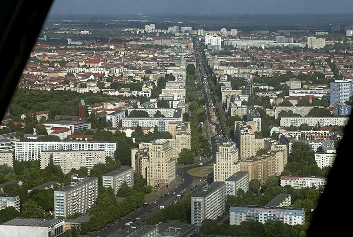 Blick vom Fernsehturm: Mitte / Friedrichshain - Strausberger Platz / Karl-Marx-Allee Berlin 2012