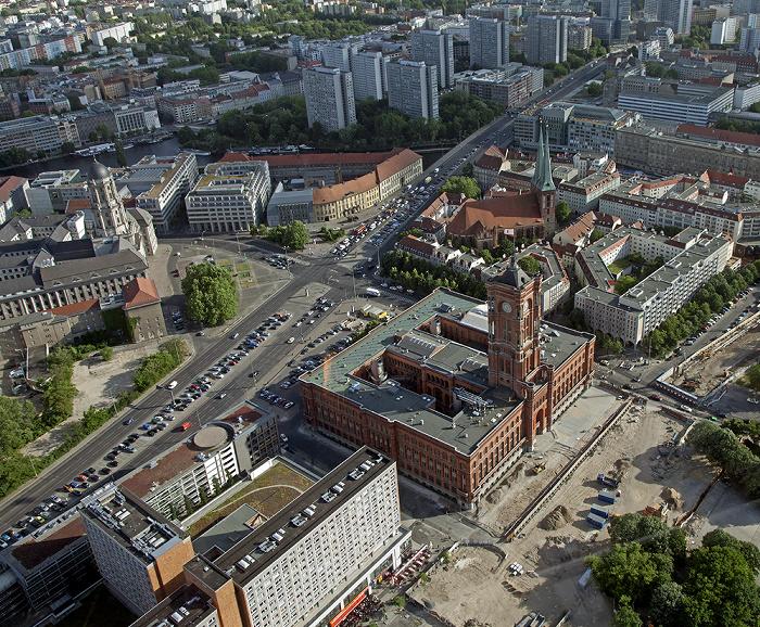 Blick vom Fernsehturm: Mitte - Rotes Rathaus und Nikolaiviertel mit Nikolaikirche Berlin 2012