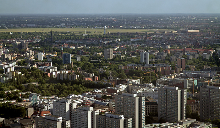 Blick vom Fernsehturm: Kreuzberg / Tempelhof: Ehem. Flughafen Tempelhof Berlin 2012