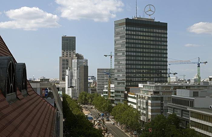 Blick aus dem Kaufhaus des Westens (KaDeWe): Tauentzienstraße und Europa-Center Berlin 2012
