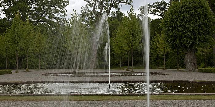 Stockholm Schloss Drottningholm (Drottningholms slott): Barockgarten - Brunnen