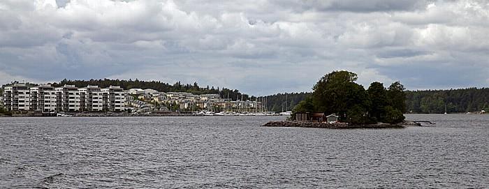 Fähre Stockholm - Vaxholm: Lidingö,  Hustegafjärden (mit Svanholmen)