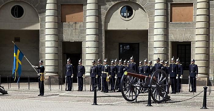 Altstadt Gamla stan: Stockholmer Schloss (Stockholms slott) - Wachwechsel Stockholm 2012