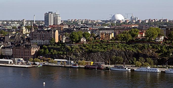 Blick vom Stadshuset (Stadthaus): Södermalm (mit Ericsson Globe (Globen)), Riddarfjärden Stockholm 2012