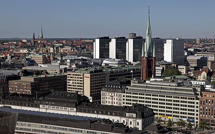 Blick vom Stadshuset (Stadthaus): Norrmalm mit der Klarakirche (Klara kyrka) Stockholm 2012