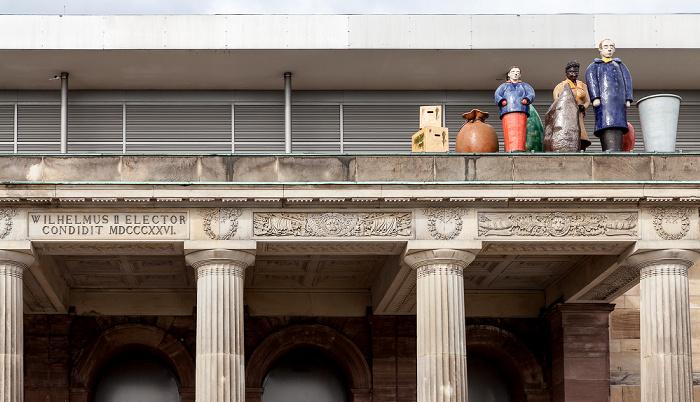 Kassel Portikus des Roten Palais: Figurengruppe Die Ankunft der Fremden (von  Thomas Schütte) - documenta IX