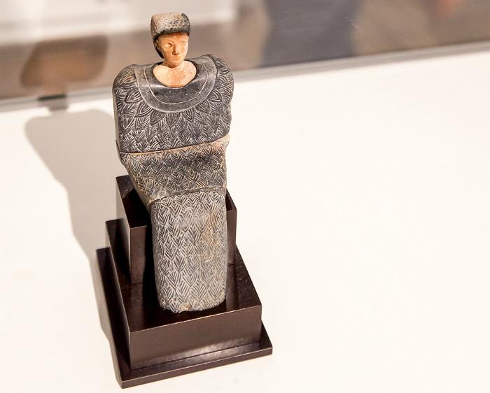 Kassel Fridericianum: Sitzende Prinzessin (ca. 2500-1500 v. Chr.) - dOCUMENTA (13)