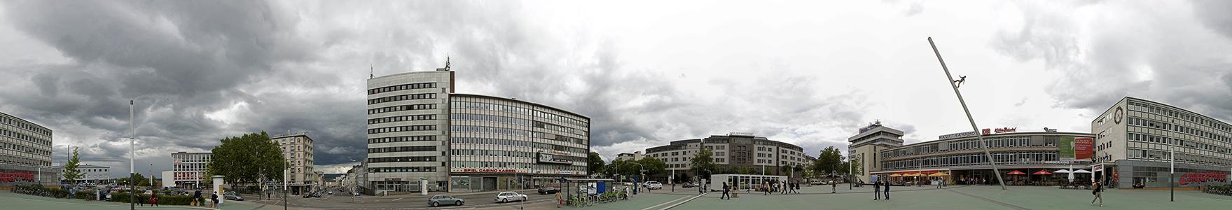 Kassel Bahnhofsplatz Hauptbahnhof Skulptur Man walking to the sky