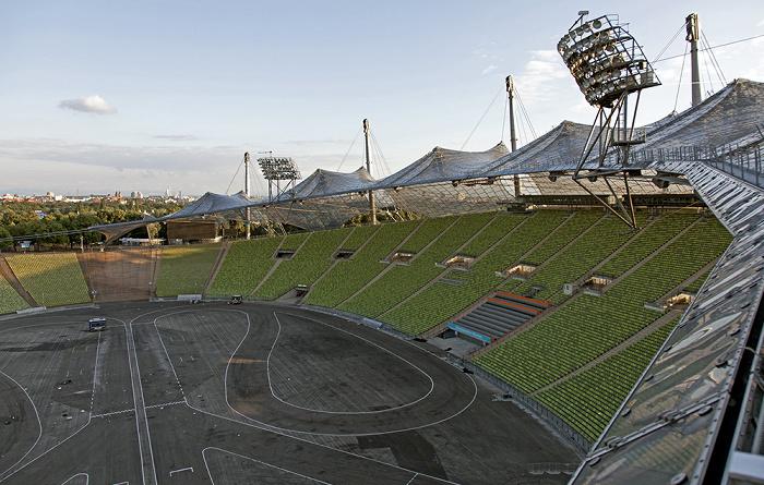 Olympiastadion: Innenraum, Südkurve, Haupttribüne und Zeltdach München