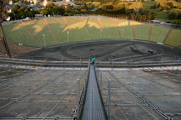 Olympiastadion: Zeltdach, Innenraum und Gegengerade München 2012