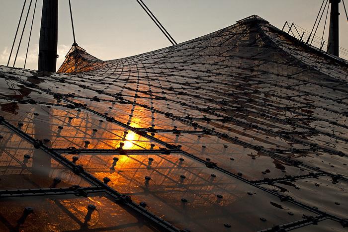 Olympiastadion: Sonnenuntergang hinter dem Zeltdach München