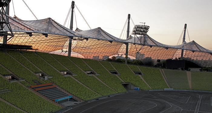 Olympiastadion: Zeltdach, Haupttribüne und Innenraum München