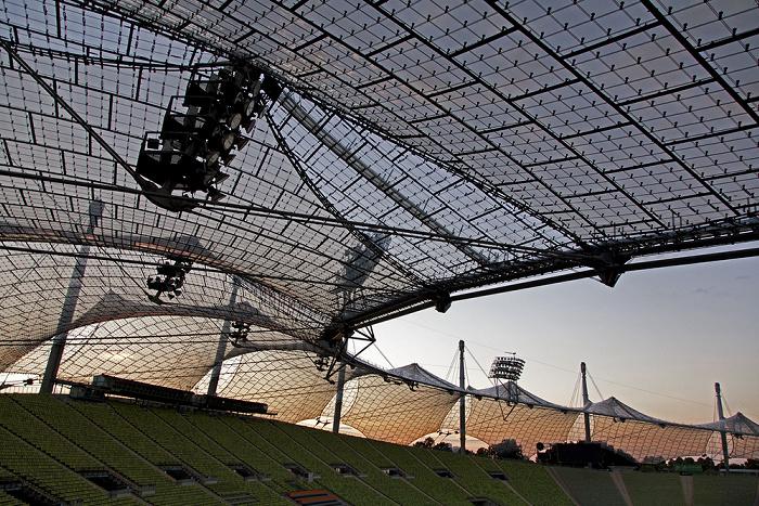 Olympiastadion: Zeltdach und Haupttribüne München